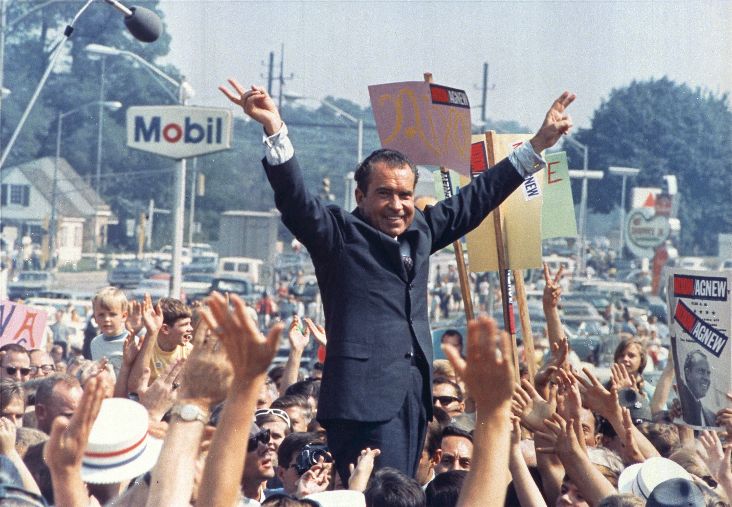 Richard Nixon campaigning for the Republican nomination in 1968. His campaign was downright Trumponian.